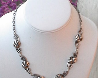 Nice vintage silver tone swirl curve links necklace from 1960's