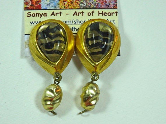 Clasp Vintage earrings - black and gray animal pattern, gold, pearl