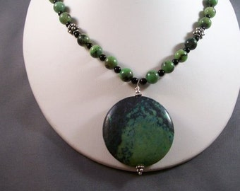 Chinese Chrysoprase and Black Onyx with Green Jasper Pendant Necklace and Earring Set