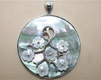 Mother of Pearl and Sterling Silver 925 floral pendant
