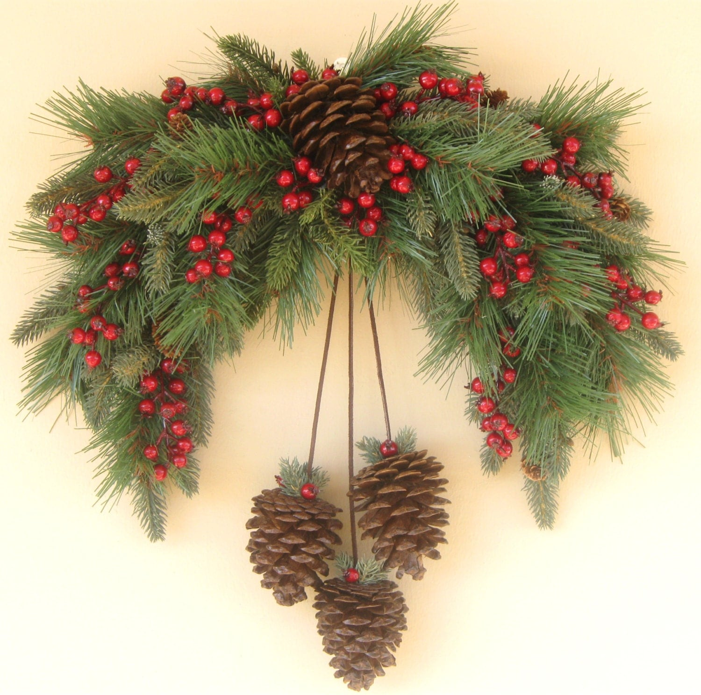 Winter pine swag wreath - Decorazioni natalizie con le pigne ...