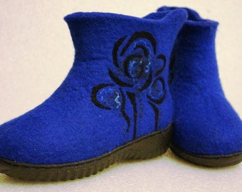 Felted snow boots for women. Handmade felt boots. Felt shoes. I can felt in all sizes or colors.