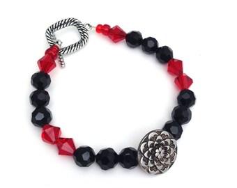 Button jewelry, Button bracelet, Beaded Bracelet, Red Bracelet, Gift for her, Mothers Day gift, Boho jewelry, Elegant bracelet
