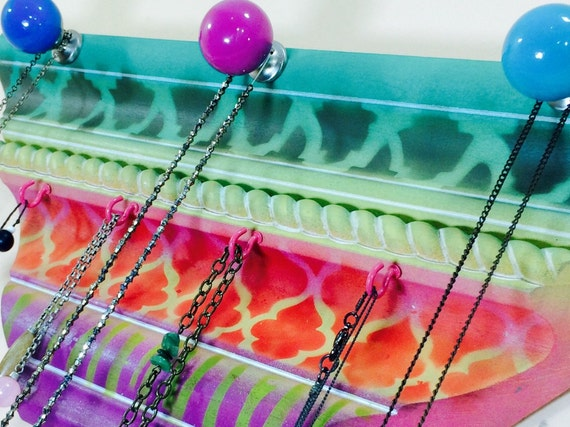 Made to order jewelry organizer /crown molding necklace holder /wooden jewellry storage wall hanging 4 hot pink hooks 3 hand-painted knobs