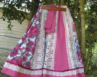 Vintage Ladies  Flower Skirt size M  with lace trim and Belt