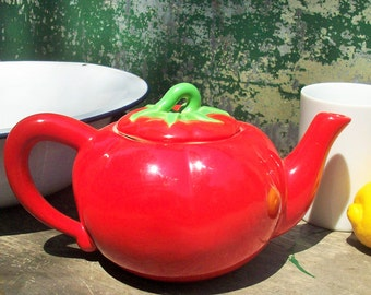 Vintage Tomato Teapot / Burst of Color / Beautiful Condition