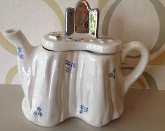 Kitsch tea pot