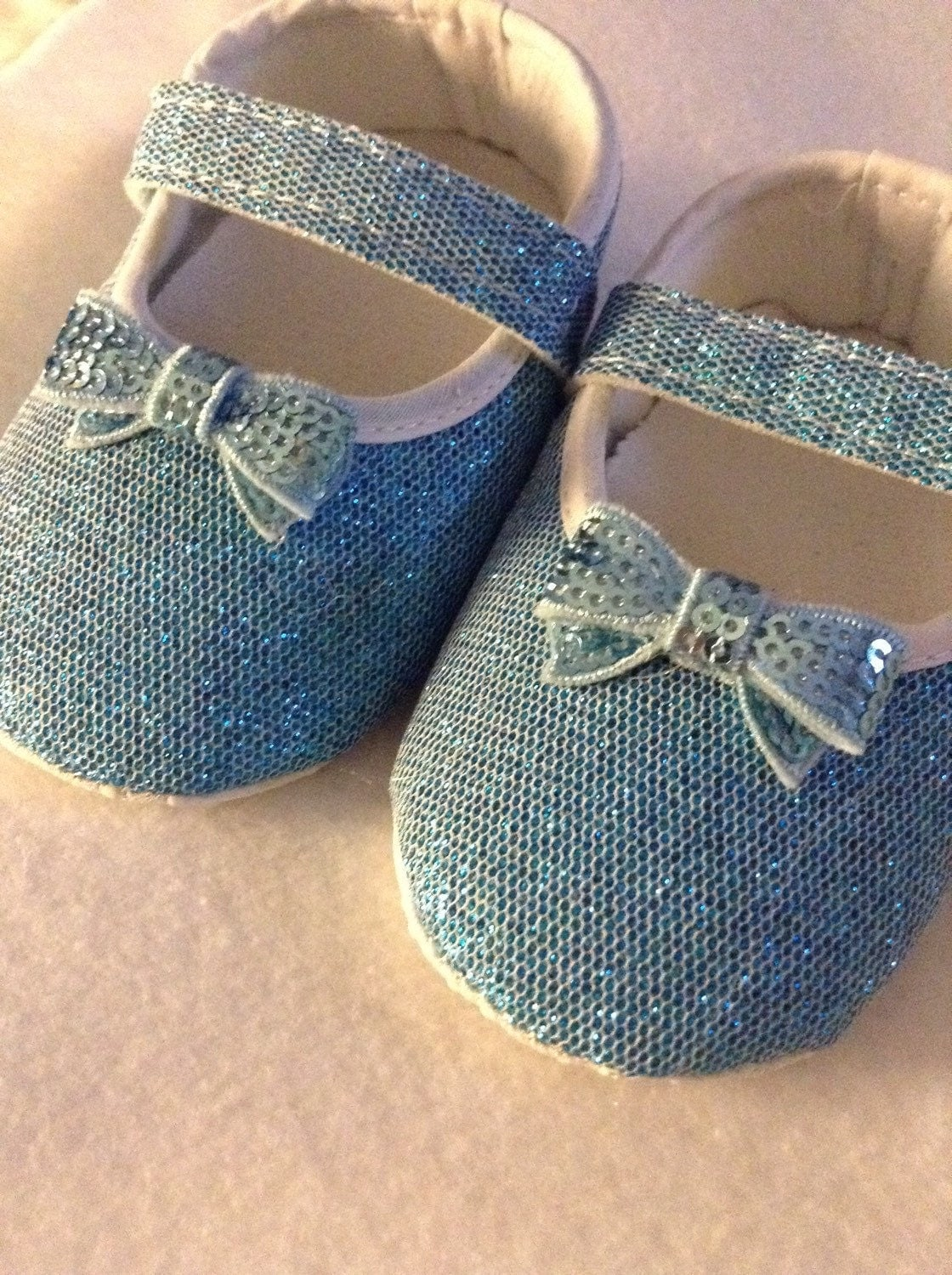 Baby girl blue crib shoes blue glitter shoes baby bow