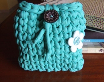 Crocheted pochette in cotton ribbon