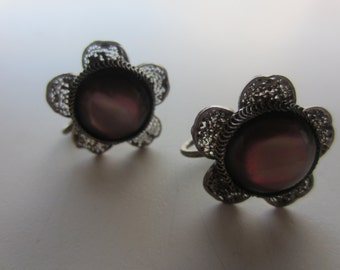 Vintage Jewelry: Lovely flower screw-back earrings with moonglow glass center. (2011)