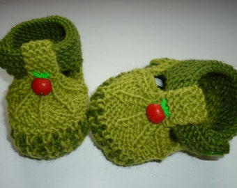 Apple, knit Baby boots, knitted boots, knit Baby booties,baby shoes , knitted baby shoes, handmade