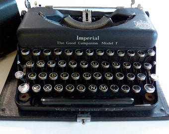 "Vintage Imperial Typewriter, good companion, 1930""s"