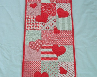 Trailing Hearts Runner