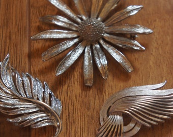 Vintage Jewelry Brooch Pin   Design Leaf, Branch, Flower,Wing ,Silver Tone  A-086