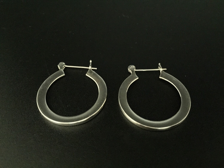 small flat silver hoop earrings 925 sterling silver. Black Bedroom Furniture Sets. Home Design Ideas