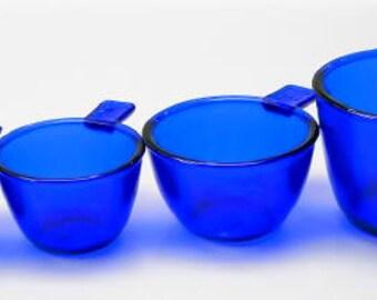 Set of 4 Measuring Cups in Cobalt Blue Glass