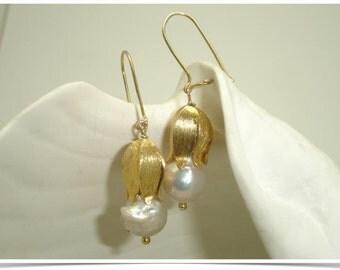Tulip Bud...12mm KASUMI pearl earring, white pearl dangle, white baroque Pearl, KASUMI Pearl earring, tulip earring, KASUMI Pearl, gold drop