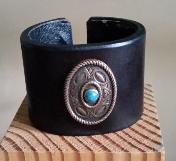 SMALL LEATHER CUFF Black Wide Bracelet with Oval Copper & Turquoise Concho. Lined Inside. Hook Closure. 6 Inch Wrist Size. Womens Cuff