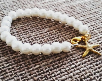 Pearl bracelet with starfish charm