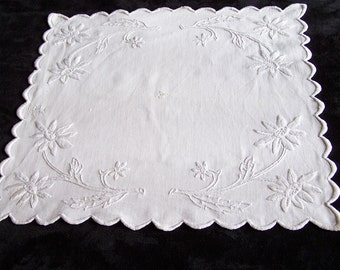 """Doily linen embroidery needle pattern flowers square dimensions 15"""" x 15"""""""