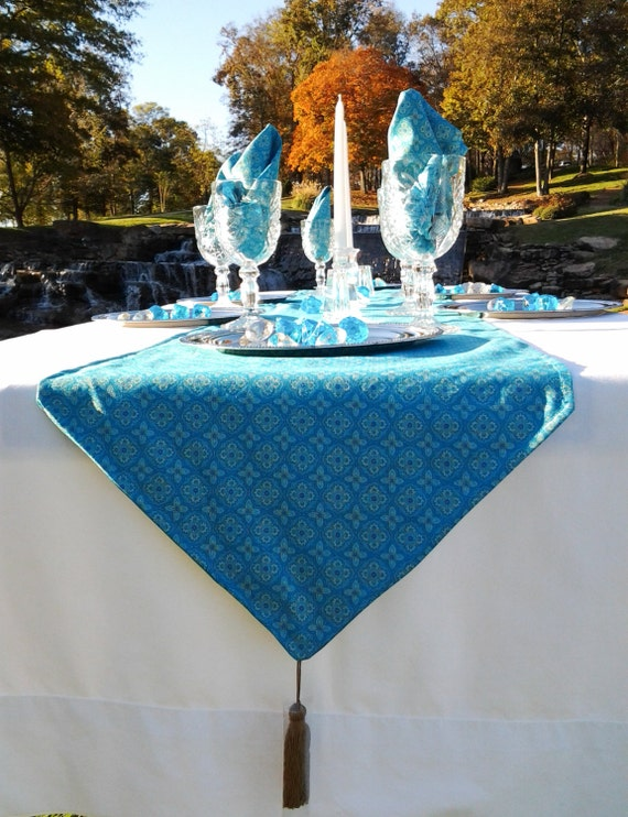 Moroccan Print Table Runner With Six Napkins 4to6 Seater