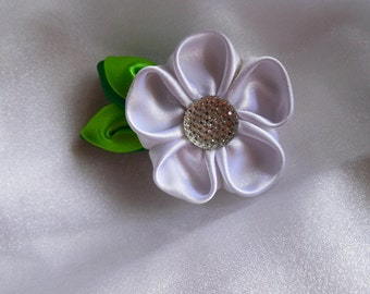 White kanzashi little flower