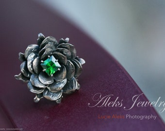 Sterling Silver Flower Ring, Flower Ring with green CZ stone in the middle, Handmade lady ring, Sterling Flower Handmade Ring
