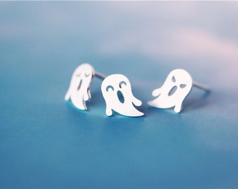 Lovely ghost 925 sterling silver stud earrings, the price is for a pair (D111)