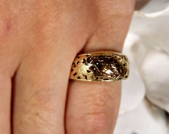 Vintage Ming's Hawaii Carved Bird in Plum 14K Yellow Gold Dome Ring