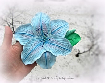 Hairclip with blue lily - Handmade - Flowers
