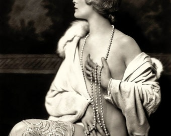 Alfred Cheney Johnston Photo, Ziegfeld Girl with pearls, 1920-30s