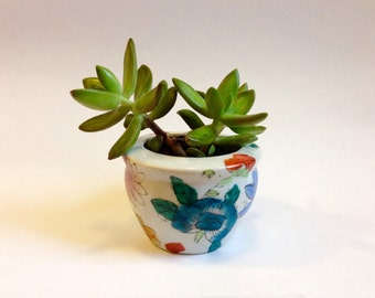 Chinese Porcelain Planter Pot with Floral Pattern