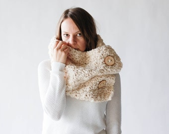 Chunky Cowl Neckwarmer With Wood Buttons Wrap / THE SELAWIK / Fisherman