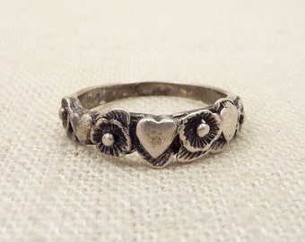 SALE ---- Size 6 Vintage Dainty Sterling Hearts and Flowers Band