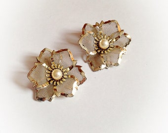 Vintage Gold Tone Flower Earrings Clip On Faux Pearl Center