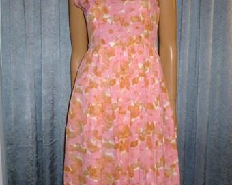 "Vintage 50's - Pink - Floral - Novelty Print - Embellished Tatted Lace Collar - Summer - Full Skirt - Day Dress  - Bust 36"""