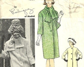 Vogue 1321 / Couturier Design / Vintage 60s Designer Sewing Pattern By Rodriguez Of Madrid / Coat And Scarf / Size 16 Bust 36
