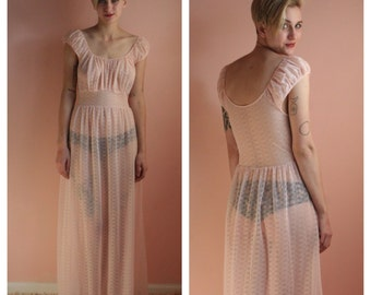 Vintage Nightgown / 1960's blush pink Nightgown / Bridal Nightwear / Honeymoon Lingerie /