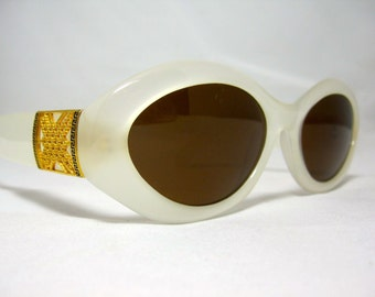 Vintage Sunglasses. 80s White and Gold Cat Eye Sunglasses.