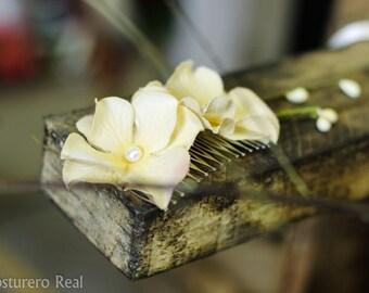 Soft Vintage Cream Flower Bridal Wedding Hair Comb