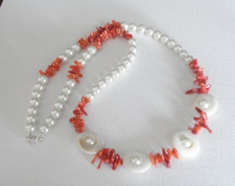 Coral pearl necklace, Shell necklace, Gift for her, Ocean inspired jewelry, Summer necklace, Beaded necklace, Pearl jewelry.