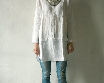 Linen tunic with long sleeves with metal snap closure, variety of colors