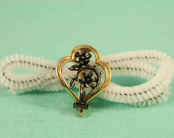 Pretty Silver Flowers In Golden Frame Pin / Brooch