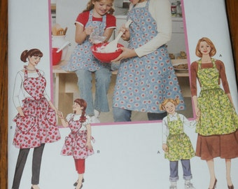 New Simplicity Apron pattern 3949  Mommy and Me   OSZ