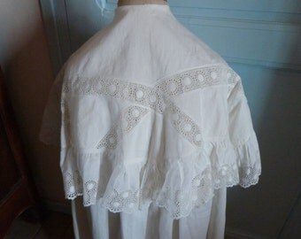 Antique French girls or boys first holy communion confirmation cope cape in white w lace, 1900s christian catholic vestment for church