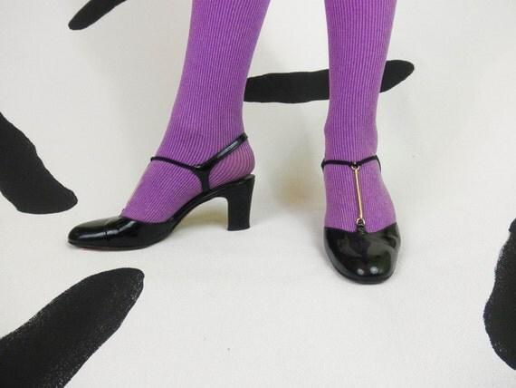 60s black patent gold chain t strap pumps shoes size 6 5 mod