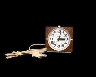 Vintage Timex Model 7417-4 Electric Alarm Clock with Light Up Dial Works