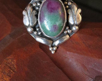 Vintage Artisan Sterling Silver Floral Repousse Beaded Floral Ruby Zoisite Stone Ring