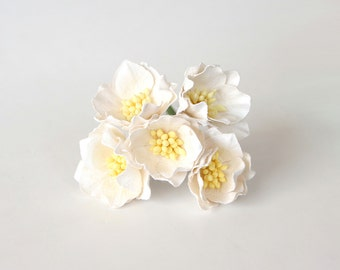 25 pcs - White Poppy paper flowers - Wholesale pack