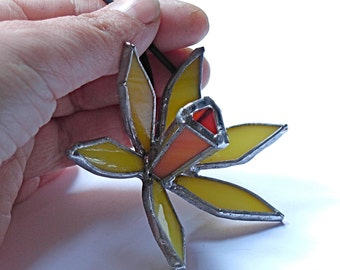 beautiful narcissus pendant in stained glass